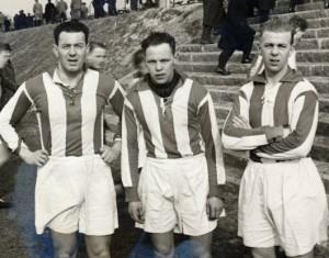 Fra venstre Graham Lockey, Orla Brixler Poulsen og Verner Hedegaard på AaBs anlæg 1936