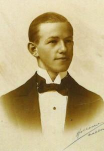 """Otto """"Niller"""" Nielsen. Billedet er taget i 1916, da Otto Nielsen blev udlært som kontorassistent."""